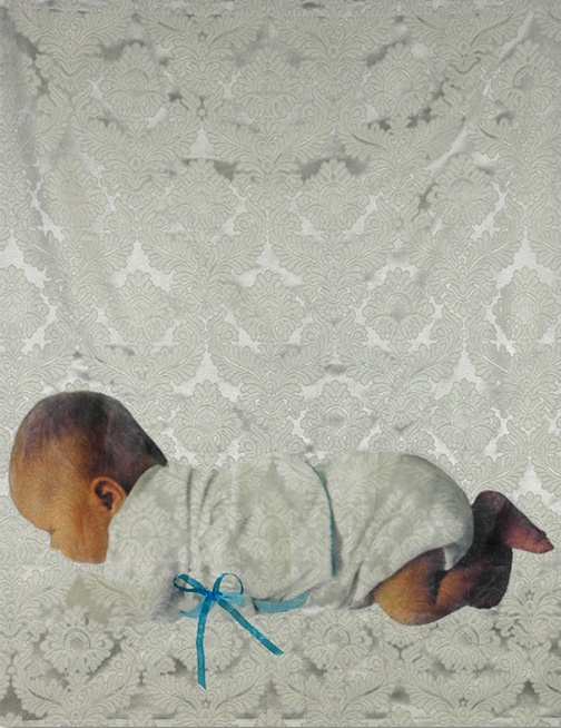Okko-pieni -tekstiiliteos, valokuva kankaalla
